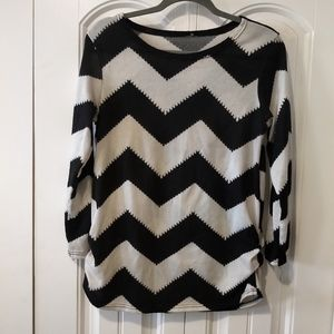 Chevron black white rouched sweater long sleeve